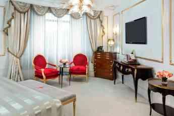 Foto de Suite de Hotel Ritz con pantalla de tv