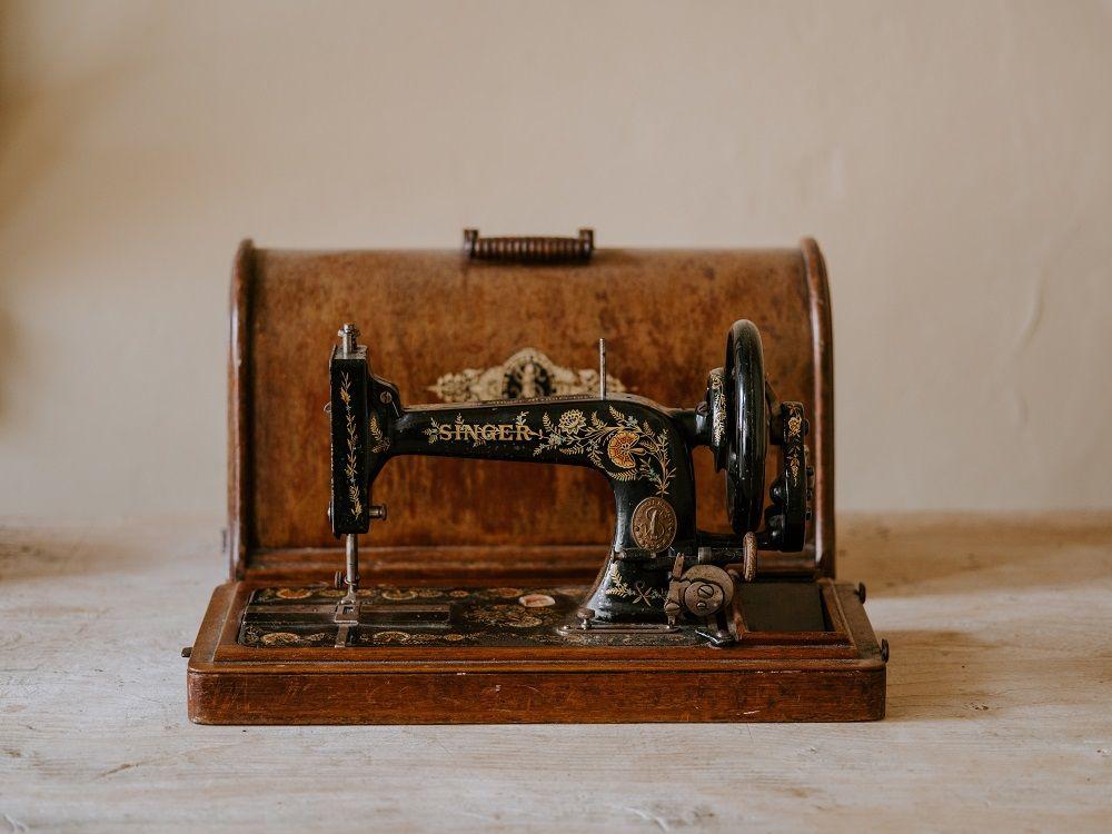 Foto de maquina de coser singer antigua