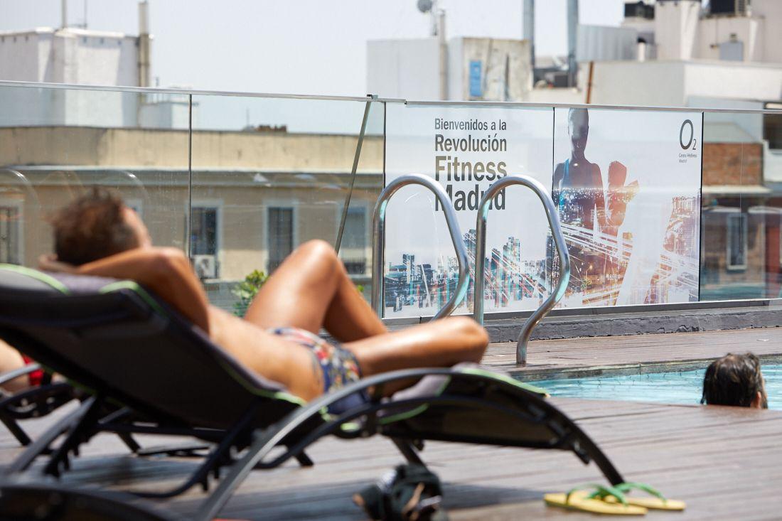 Foto de Solarium y piscina exterior O2CW Manuel Becerra