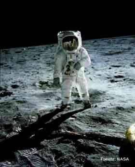 Foto de Edwin Aldrin, con Armstrong reflejado en su visor, el 20 de