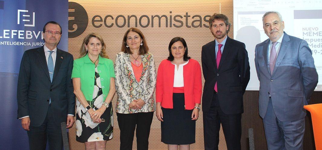 Foto de De izq a dcha. Alejandro Arola, Pilar Jurado, María José