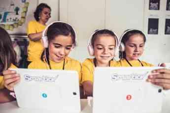 Las pequeñas prefieren los experimentos científicos, la robótica y