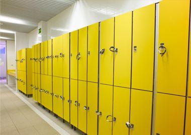 Avilsa, especialista en taquillas y cabinas sanitarias, expone las claves de un buen vestuario