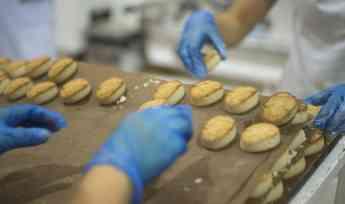 Estepa inicia la nueva campaña de producción de mantecados y polvorones