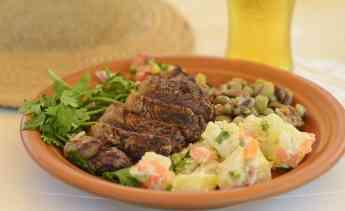 Raimundo Sánchez aconseja cocinar en platos de barro y gres para conseguir el mejor churrasco