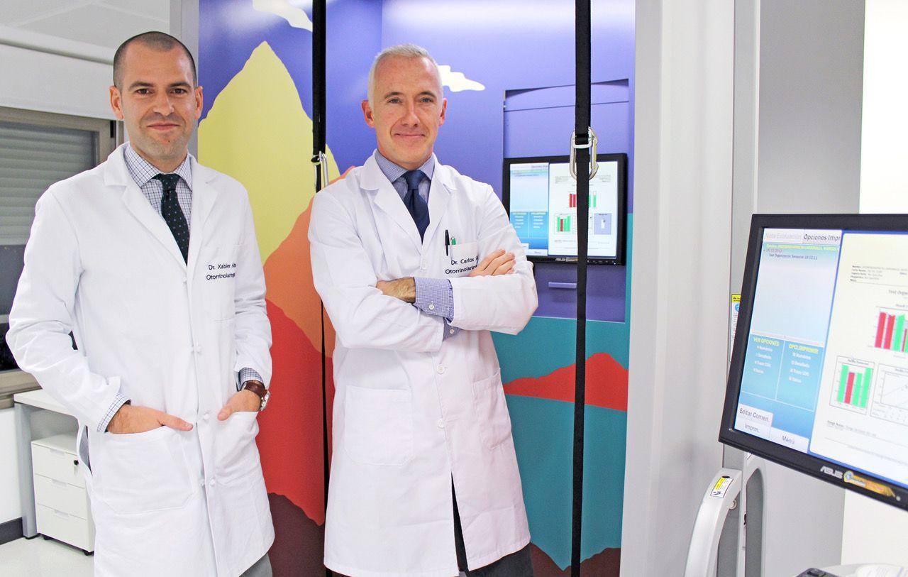 Foto de Los doctores Xabier Altuna y Carlos Saga, quienes