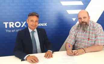 José Manuel Rodríguez, Codirector del Máster en Climatización (HVAC) y Javier Aramburu, Director Técnico de TROX España durante