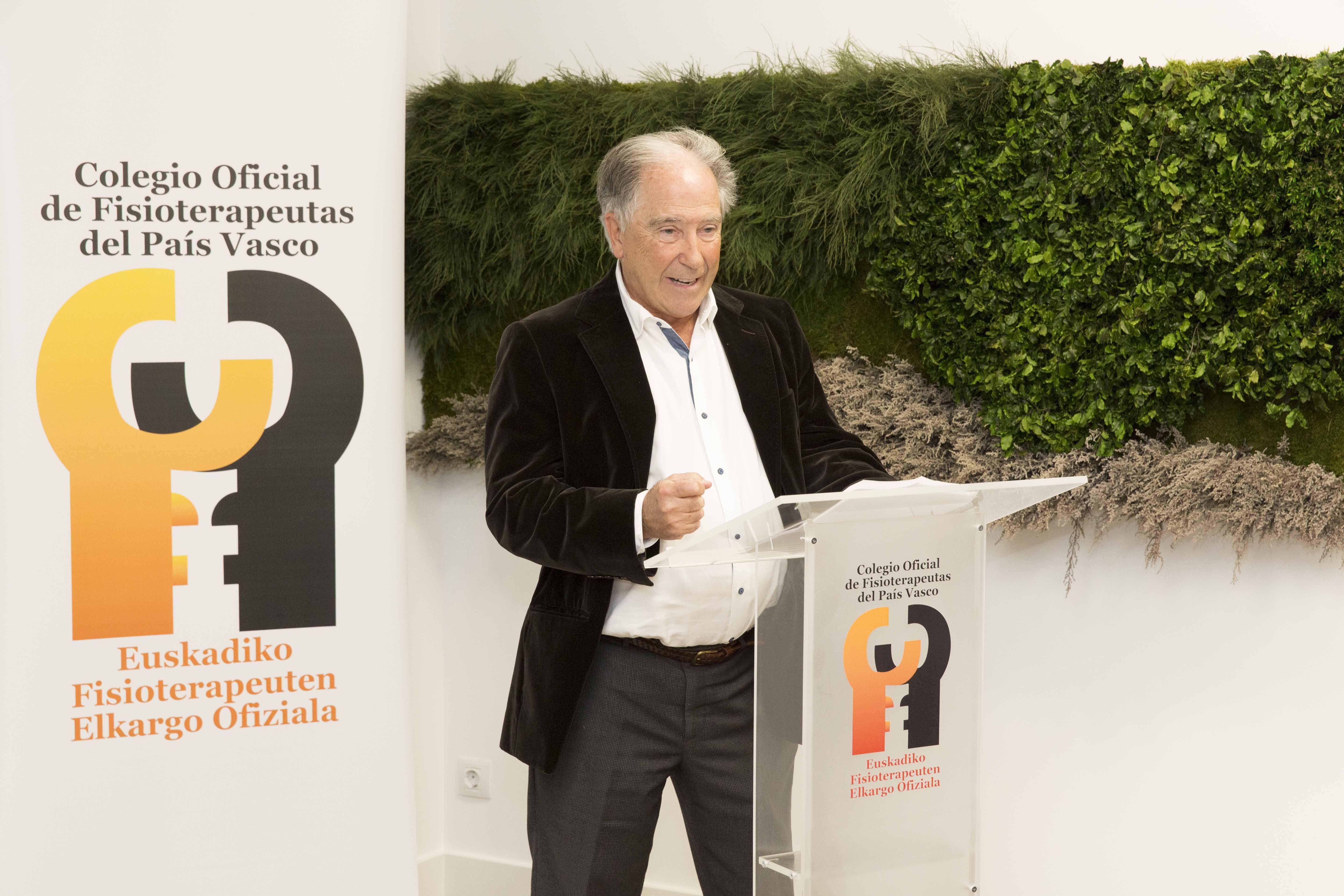 Foto de Fernando Maza agradeció la entrega del galardón