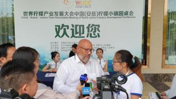 Félix Fernández entrevistado por la TV China por su asistencia al WLIDC