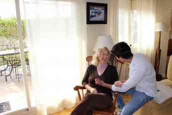 Felizvita ayuda a las familias a encontrar a la persona adecuada para cuidar a sus mayores en el domicilio con las máximas garan