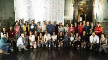 Miembros de la Fundación Daniel y Nina Carasso posan junto a los representantes de los 12 proyectos seleccionados en sus Convoca