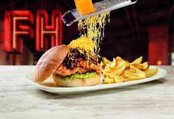 Foster's Hollywood trae el espectáculo del queso a la mesa con sus nuevas: Raclette y Orleans Burgers