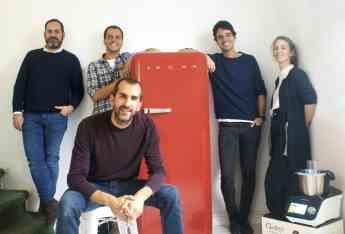 En primer plano, Luis Monserrate, director general de IKOHS, acompañado por otros miembros del equipo