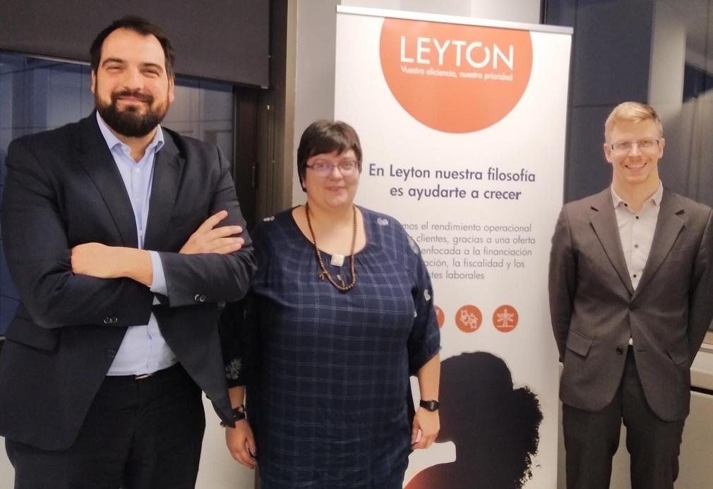 Foto de Foto de Familia del momento de firma del Acuerdo entre Leyton