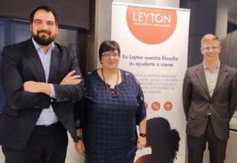 Foto de Familia del momento de firma del Acuerdo entre Leyton e INICE y Daniel Quijada, Consultor I+D+i de Leyton