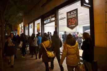 Exterior de una tienda k-tuin durante un anterior Black Friday