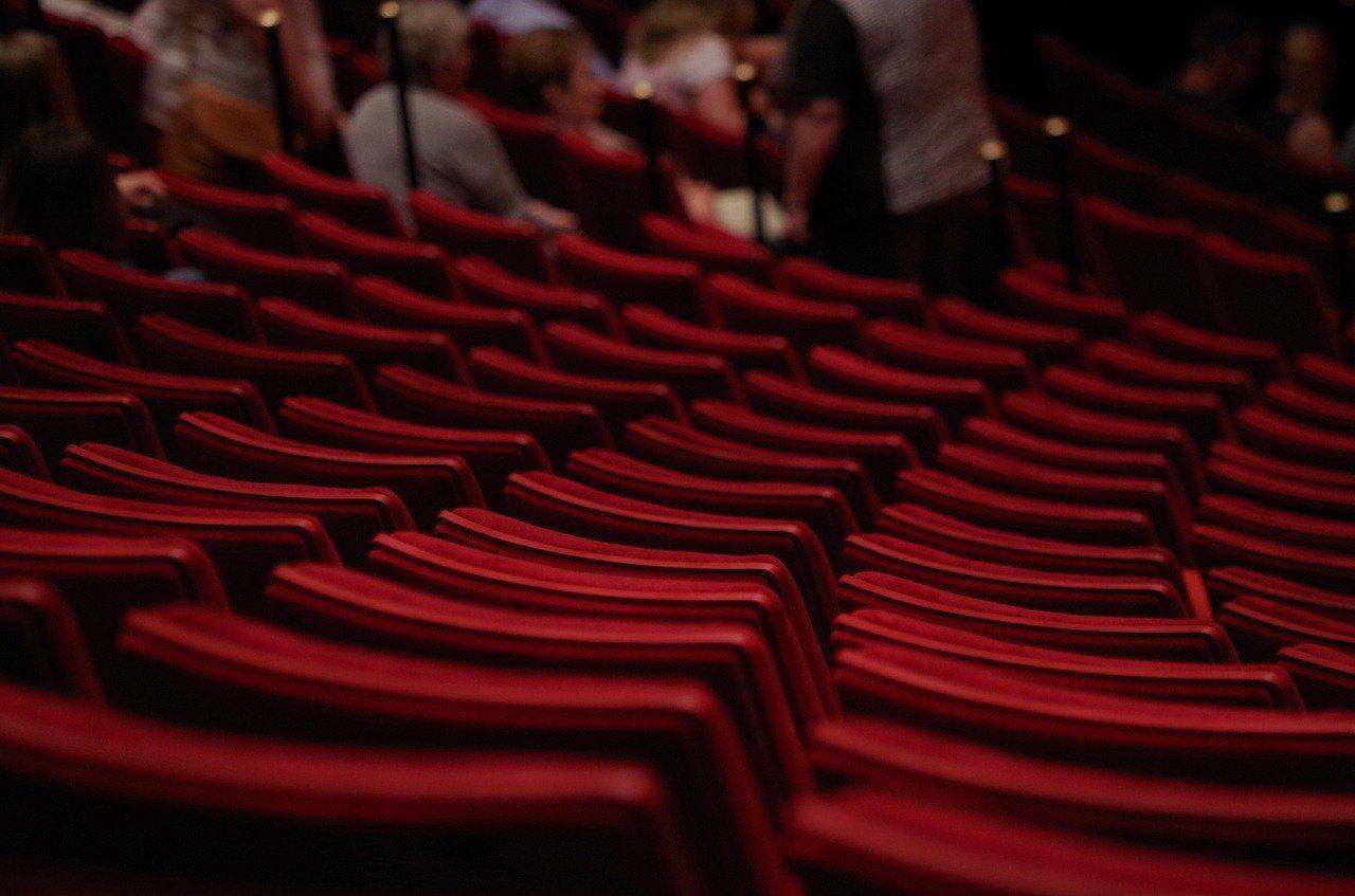 Aficionarts hace una visita guiada para mostrar las partes de un teatro