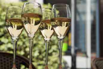 Delivinos Urban Gourmet enseña 10 CLAVES para maridar cava y champagne correctamente