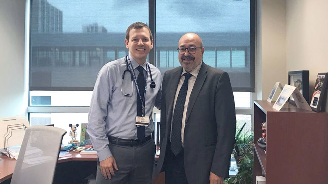 Foto de Dr. Pablo Escribá y Dr. Derek Hanson en el Hospital de