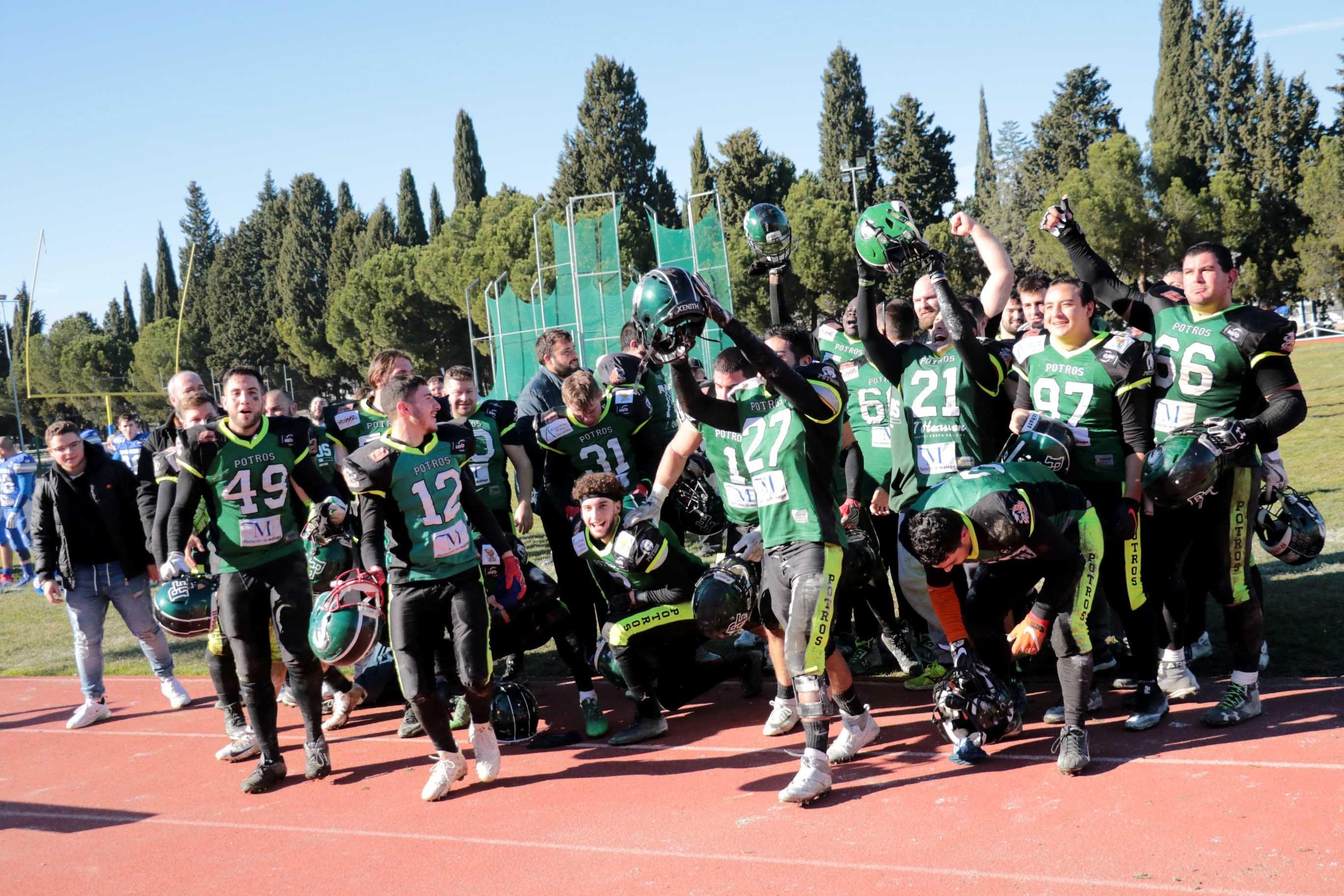 Potros de Fuengirola se llevan la VI Destina Bowl en un campo en condiciones lamentables