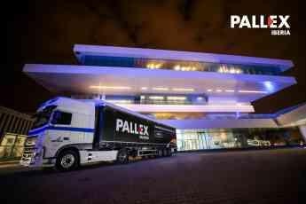 Camión de Pall-Ex a la salida de la convención