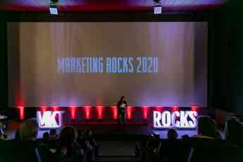 Foto de Nadia Nemer Fundadora de Marketing Rocks presentando la