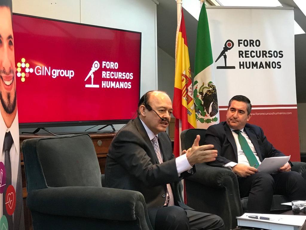 Foto de El presidente de GINgroup, Raúl Beyruti, da en una