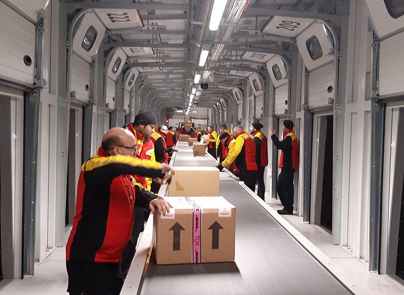 Foto de Trabajadores de DHL en Castellbisbal