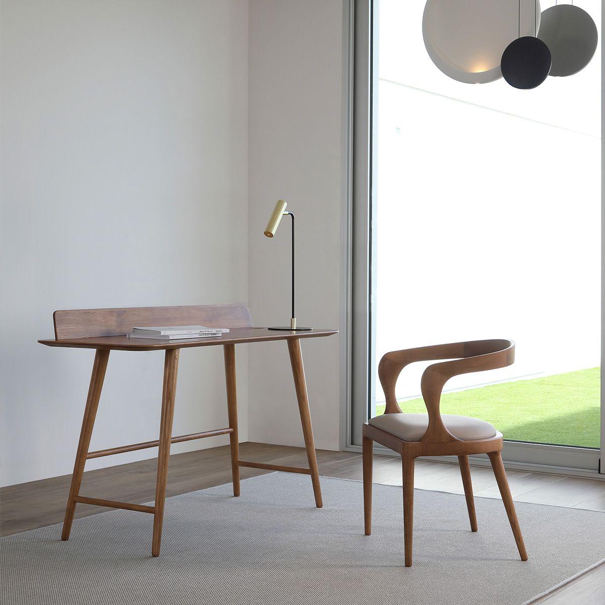 Foto de Escritorio y silla de diseño