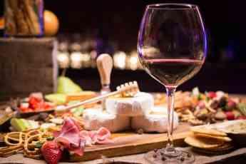 Protocolo del vino en la mesa