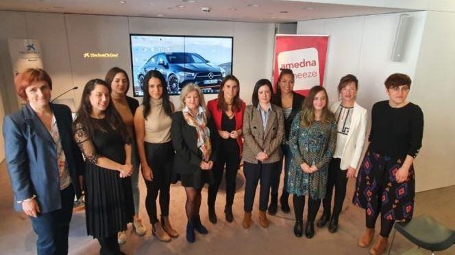 Once emprendedoras presentan sus proyectos de negocio en el programa Mujer Emprende