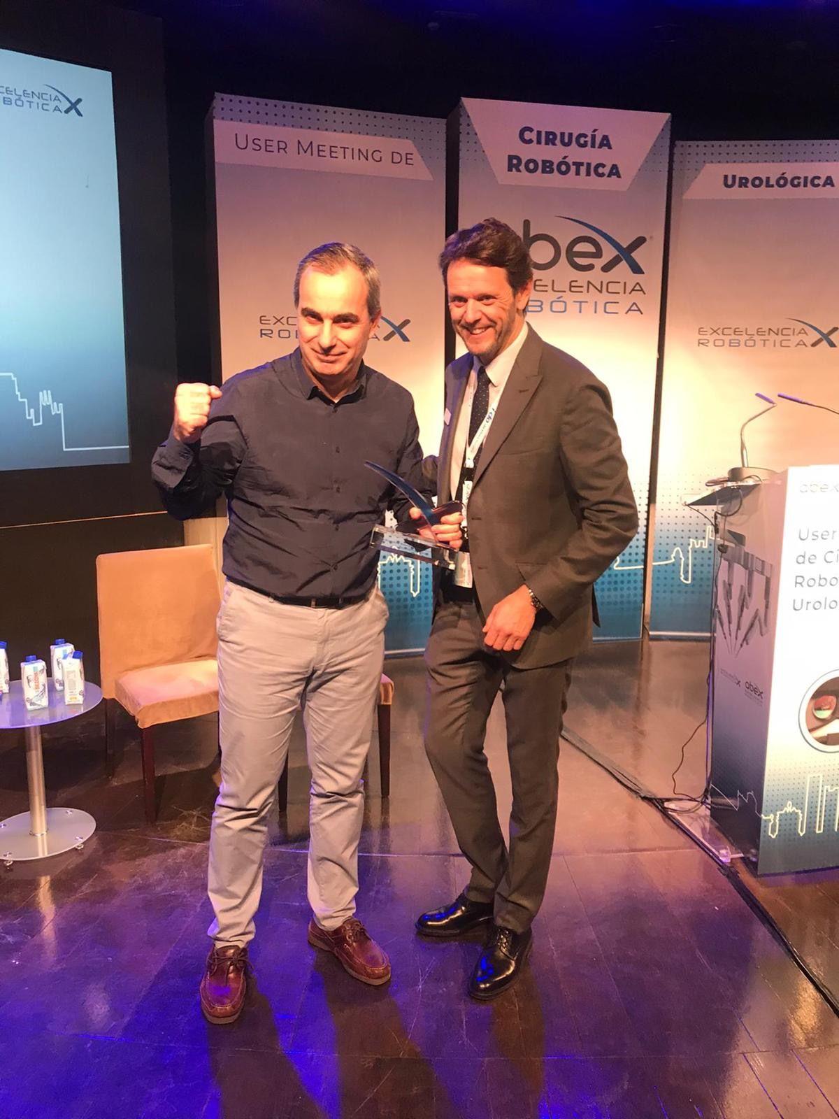 Foto de El Dr. Garmendia recogió el premio en nombre de Policlínica