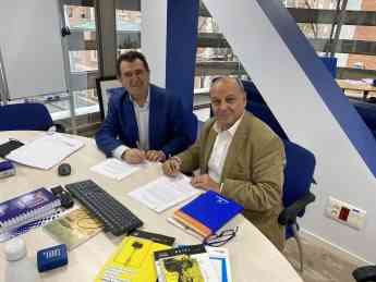 Firma del acuerdo entre Linguaserve y Archiletras