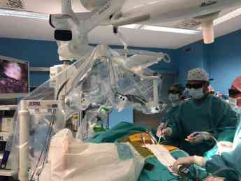 Cirugía de columna con tecnología 3D y 4K