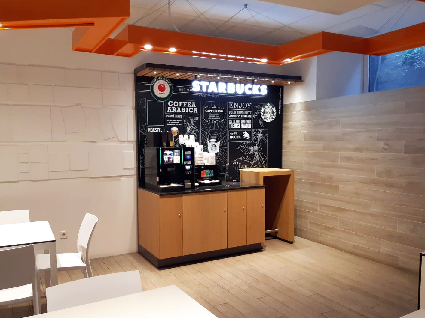 Fotografia Starbucks on the go en el Hospital La Paz