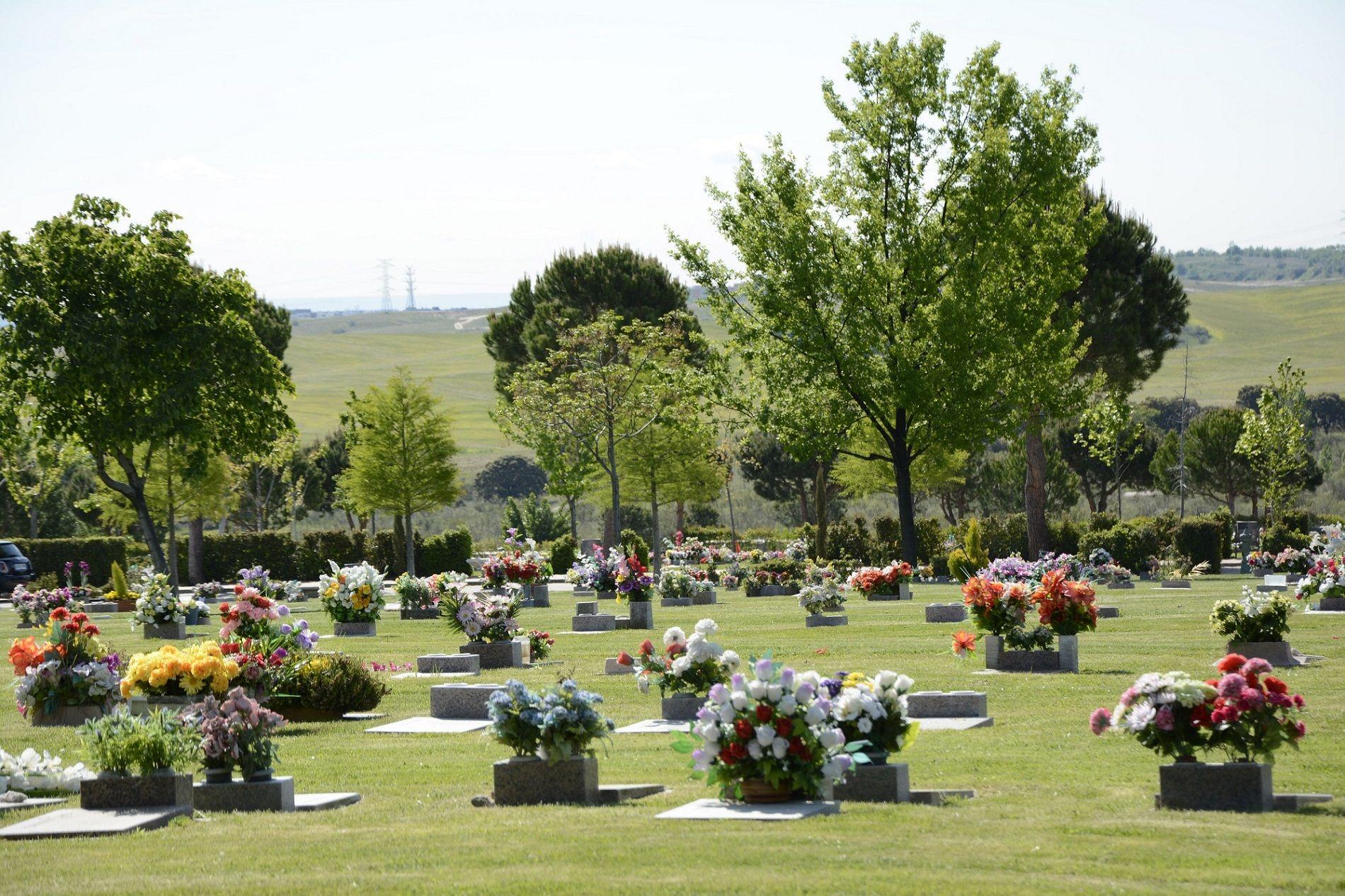 El entierro, una opción más rápida y cercana para despedir a los fallecidos, incluidos los Covid-19,