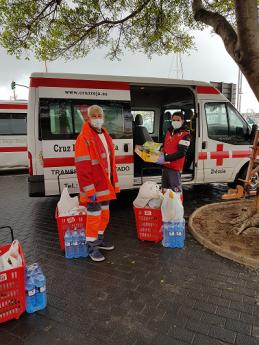 Foto de Donación Alcampo a Cruz Roja