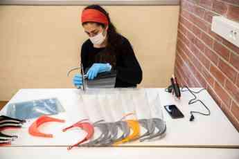 CoronavirusMakers Cataluña reparte 26.000 pantallas de impresión 3D entre hospitales de la región