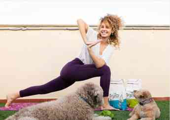 Esther Acebo - Yoga Dog Day