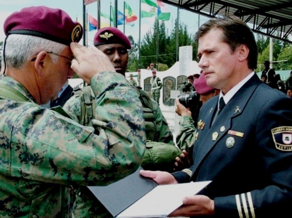 Fotografia Jaime Parejo acredita como CIFHMA a Ejército de Ecuador