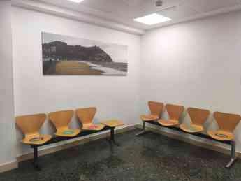 Foto de Las salas de espera han sido adaptadas para garantizar las