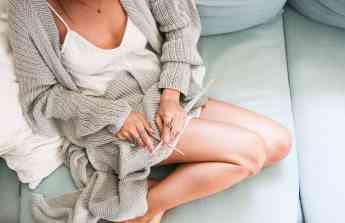 Foto de Mujer tejiendo