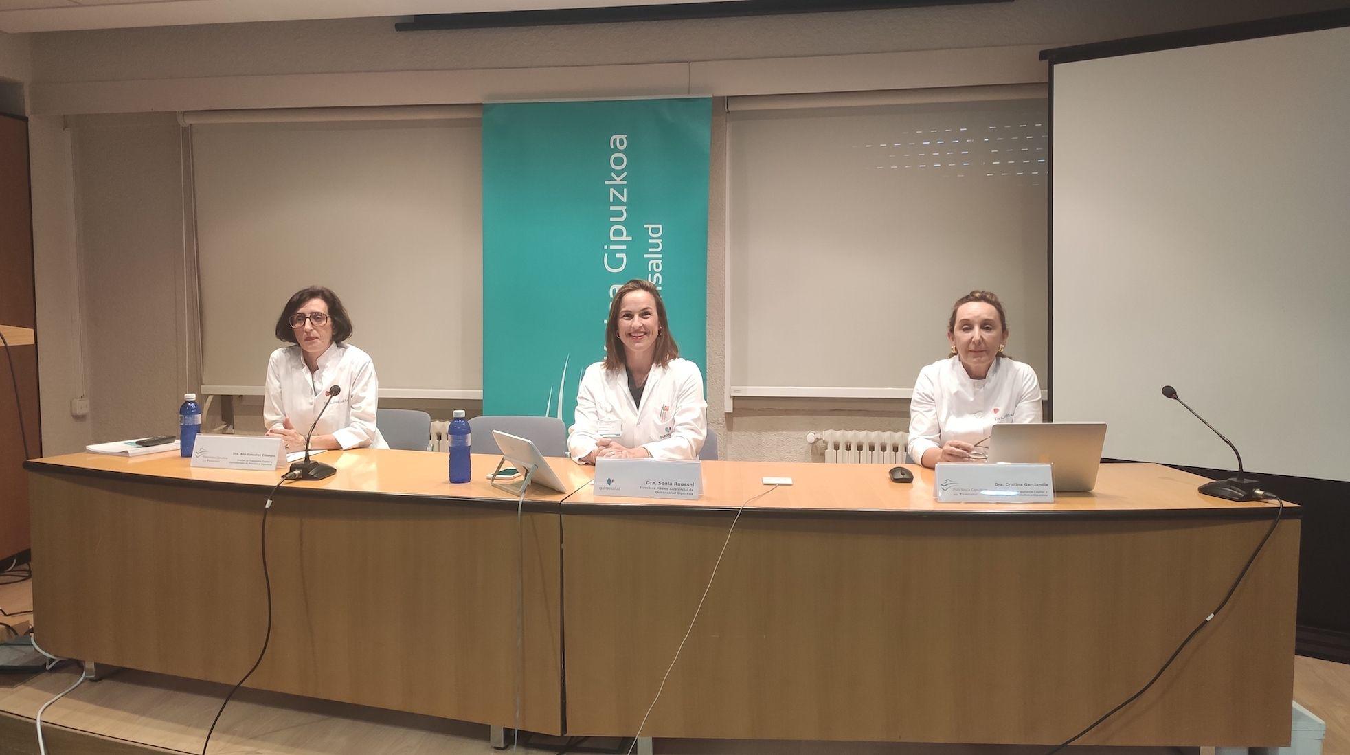 Foto de Las doctoras Ana González Elosegui, Sonia Roussel y Cristina