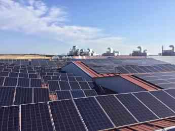 Paneles solares en las instalaciones de Embutidos España
