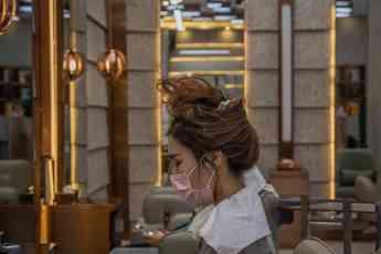 """¿Cómo viven estos profesionales de la peluquería la """"nueva"""