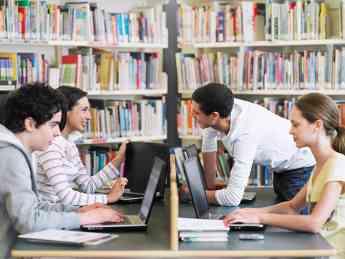 Foto de Estudiantes en biblioteca de Australia