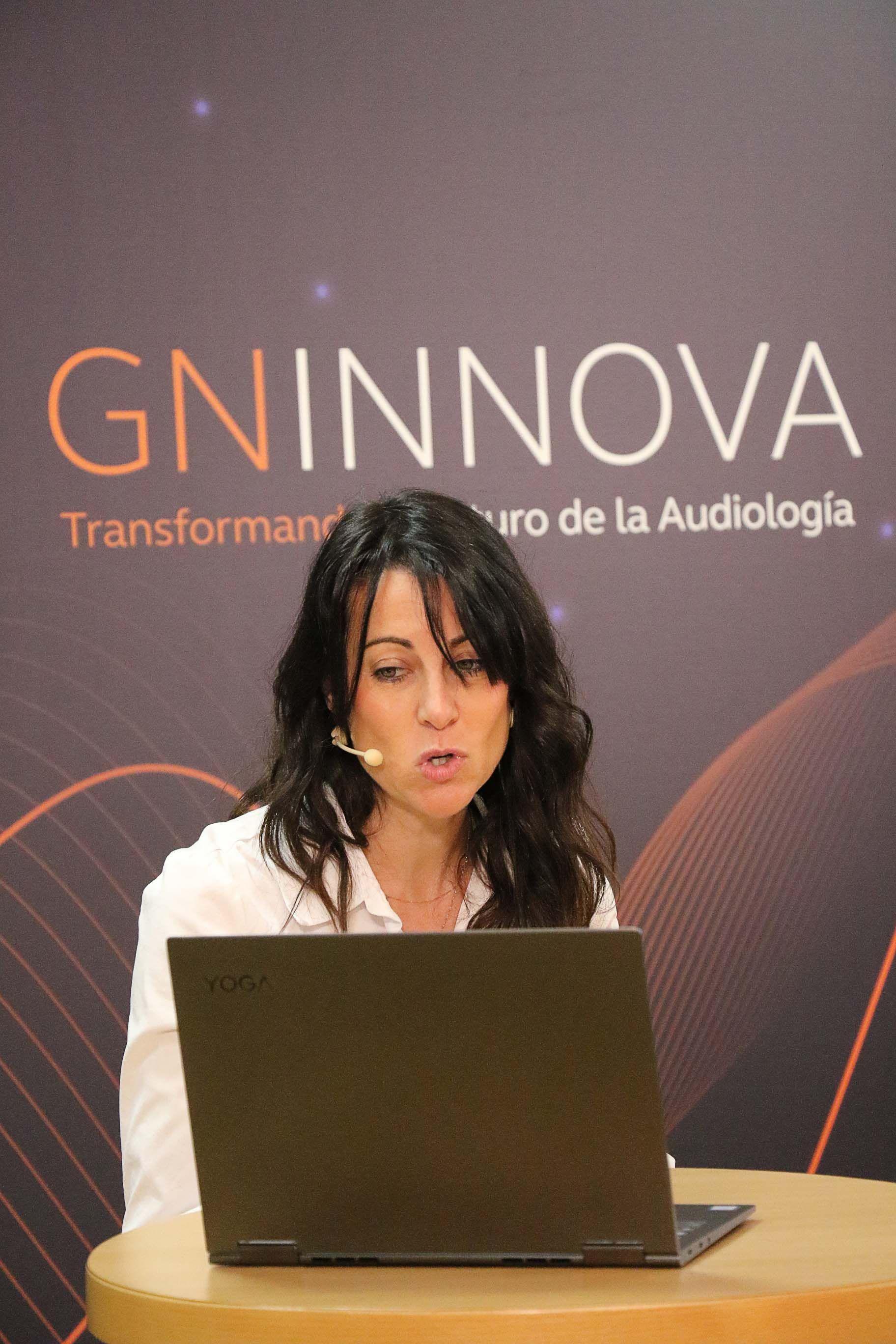 Foto de Rosa Albaladejo, presentando el curso Audiología Clínica II