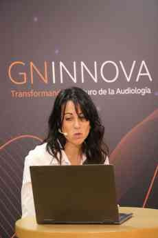 Rosa Albaladejo, presentando el curso Audiología Clínica II