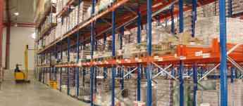 Foto de Cuidadoso almacenaje de productos