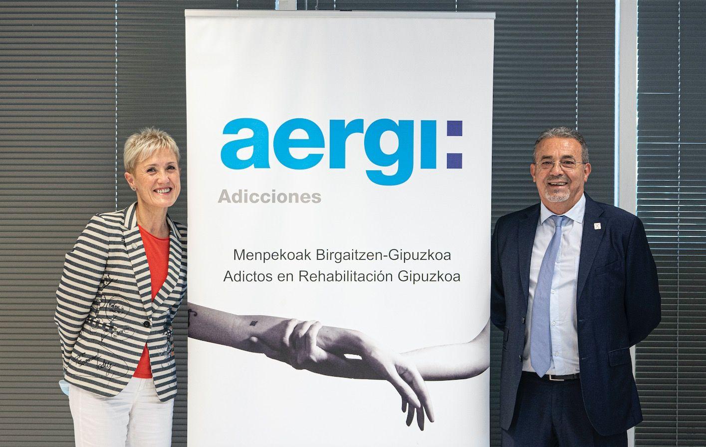 Fotografia La Presidenta del COEGI, Pilar Lekuona y el Presidente de